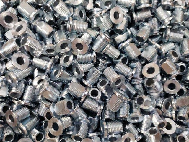 Usinagem de peças em torno automático